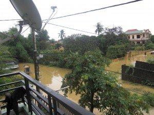07 novembre 2011 : inondations à HUE ... dans Inondations 08.11.11-inondation-1-300x225
